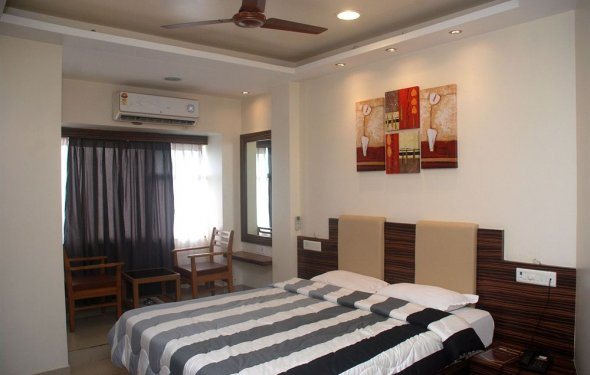 Book Hotel Bandra Residency