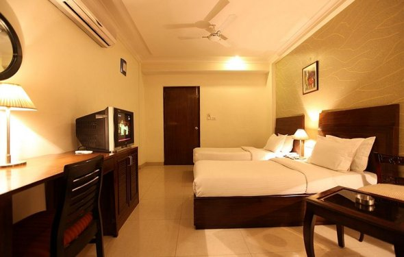 Book Hotel Waves, New Delhi